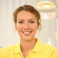 Zahnärztin Frau Lisa Henze